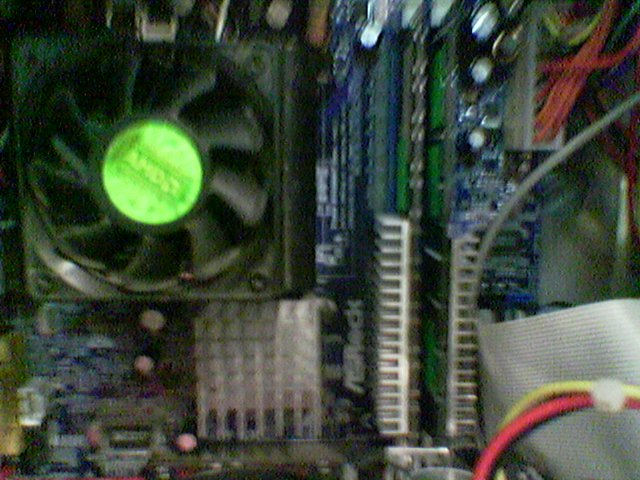 Here you can see my Heat Sinks On my ram i added