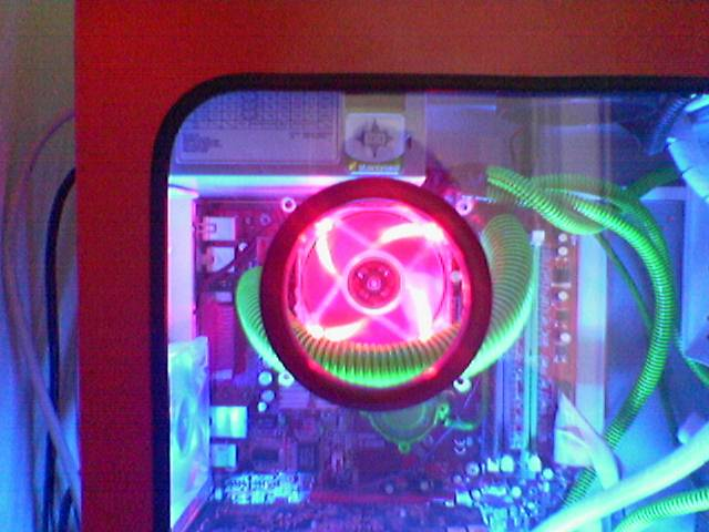 ccfl on, green powercables rounded and red fan
