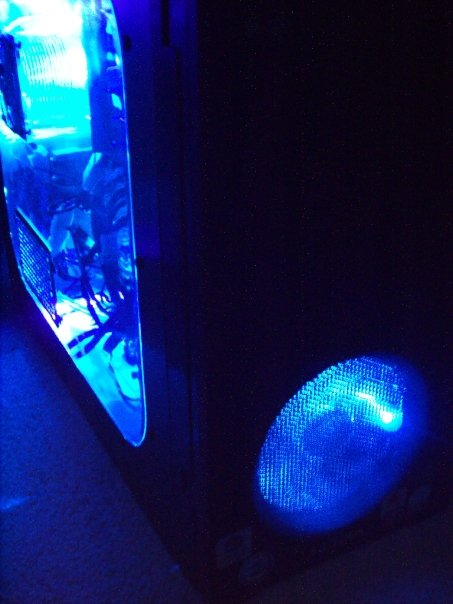 Front view of the THermaltake fan through the Grid front grille.