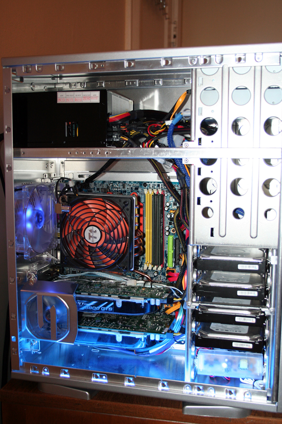 The Good Stuff: 8800GTS SLI, SilenX Fans, 750W PSU w/ 4 Rails, etc.