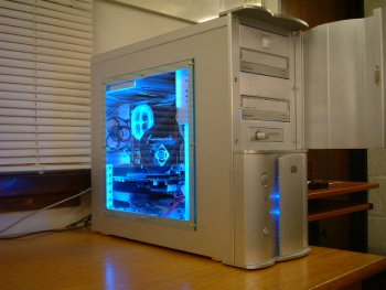 here another pic of my case but with darker lighting and the case front open show abit