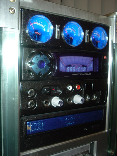 Front Panel: Cooler marter analog, NewQ RAdio/Equalizer, SOund Blaster front panel, DVD-R drive. I painted all in black metalic.